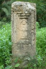 Tanit'sr stelae often featured a crescent moon with an orb/dot between its horns.